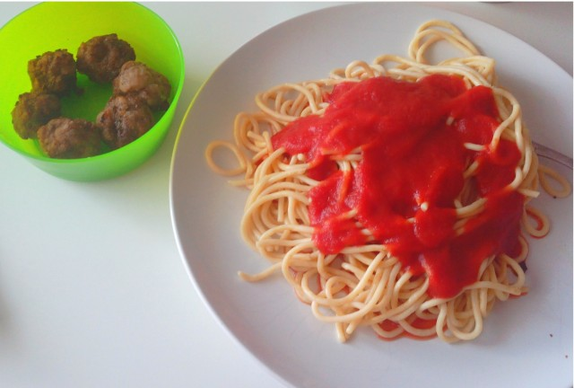 Spaghetti with meatballs on a side