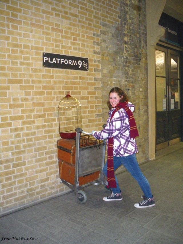 Me London King's Cross Station Harry Potter Platform 9 3/4